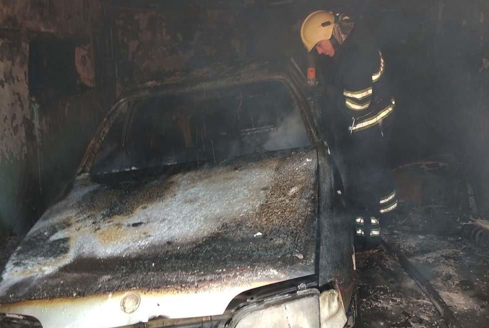 На Днепропетровщине внутри гаража с легковушкой произошел пожар, - ФОТО, фото-4