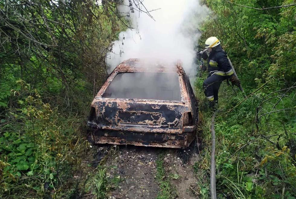 В Днепре на временной остановке сгорела легковушка, - ФОТО, фото-1
