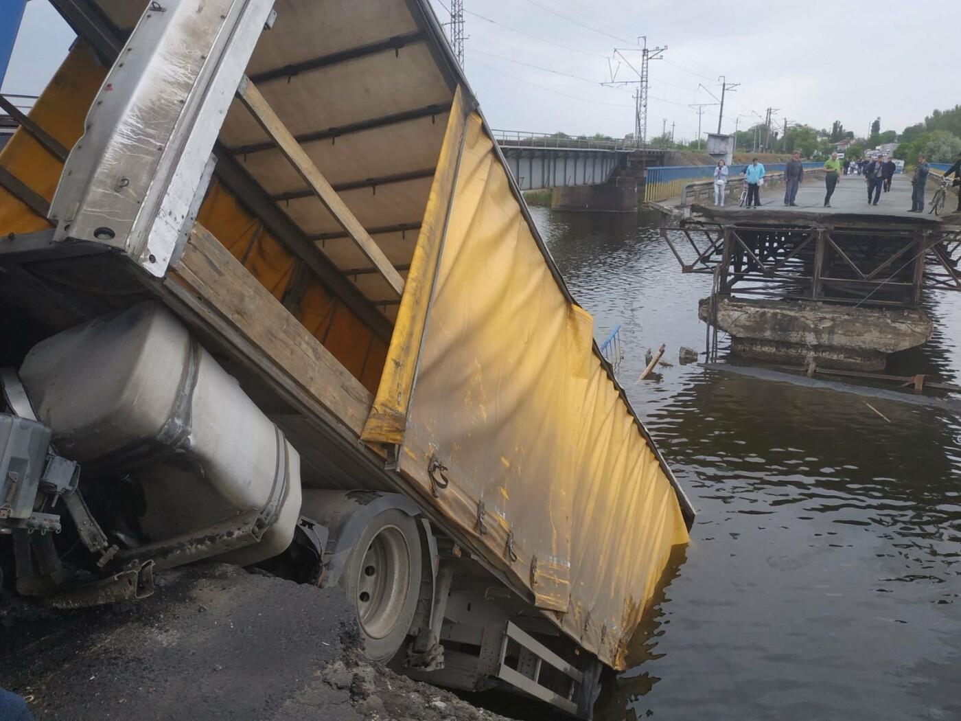 В Днепропетровской области рухнул мост вместе с фурой, - ФОТО, фото-1