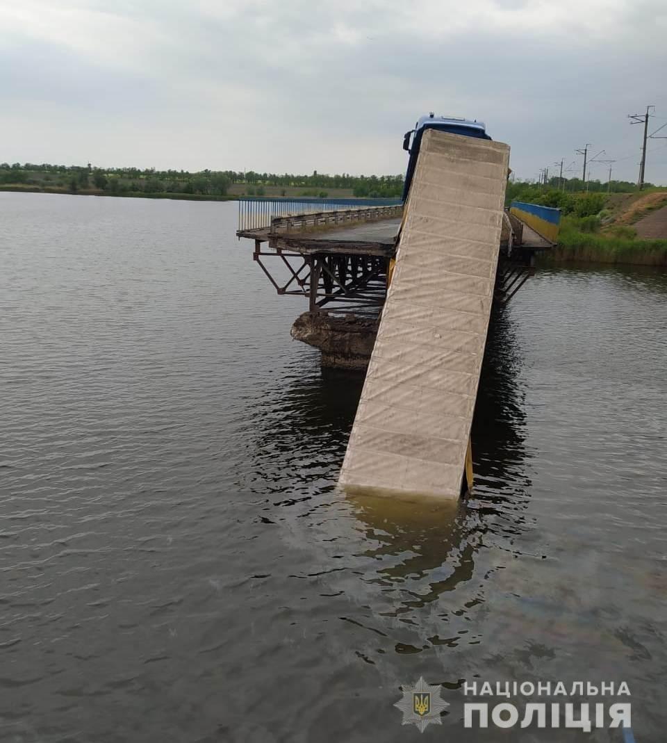 По факту обвала моста в Днепропетровской области полиция открыла 3 уголовных производства, фото-1