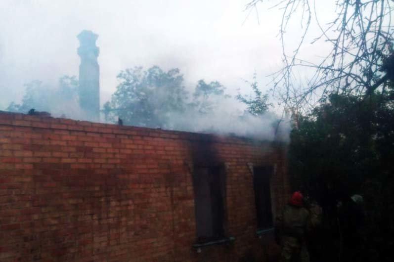 Под Днепром 4 часа тушили пожар в жилом доме, - ФОТО , фото-3