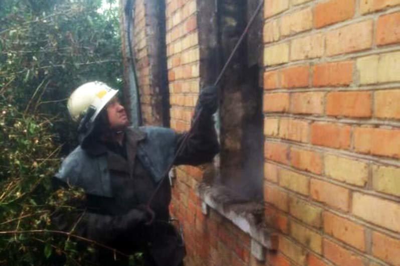 Под Днепром 4 часа тушили пожар в жилом доме, - ФОТО , фото-2