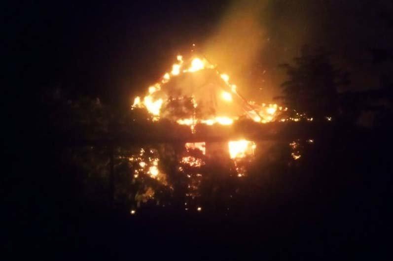 Под Днепром 4 часа тушили пожар в жилом доме, - ФОТО , фото-1