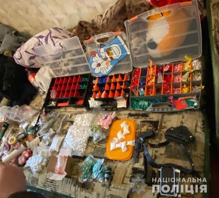 На Днепропетровщине у местного жителя обнаружили и изъяли наркотики на сумму более миллиона гривен, - ФОТО, фото-1