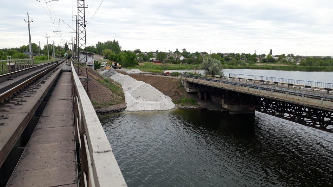 На месте рухнувшего моста в Днепропетровской области построят понтонный мост для объезда, - ФОТО, фото-5