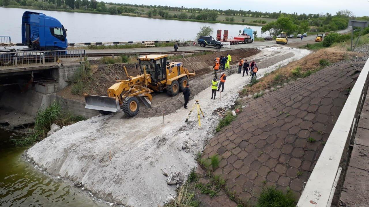 На месте рухнувшего моста в Днепропетровской области построят понтонный мост для объезда, - ФОТО, фото-1