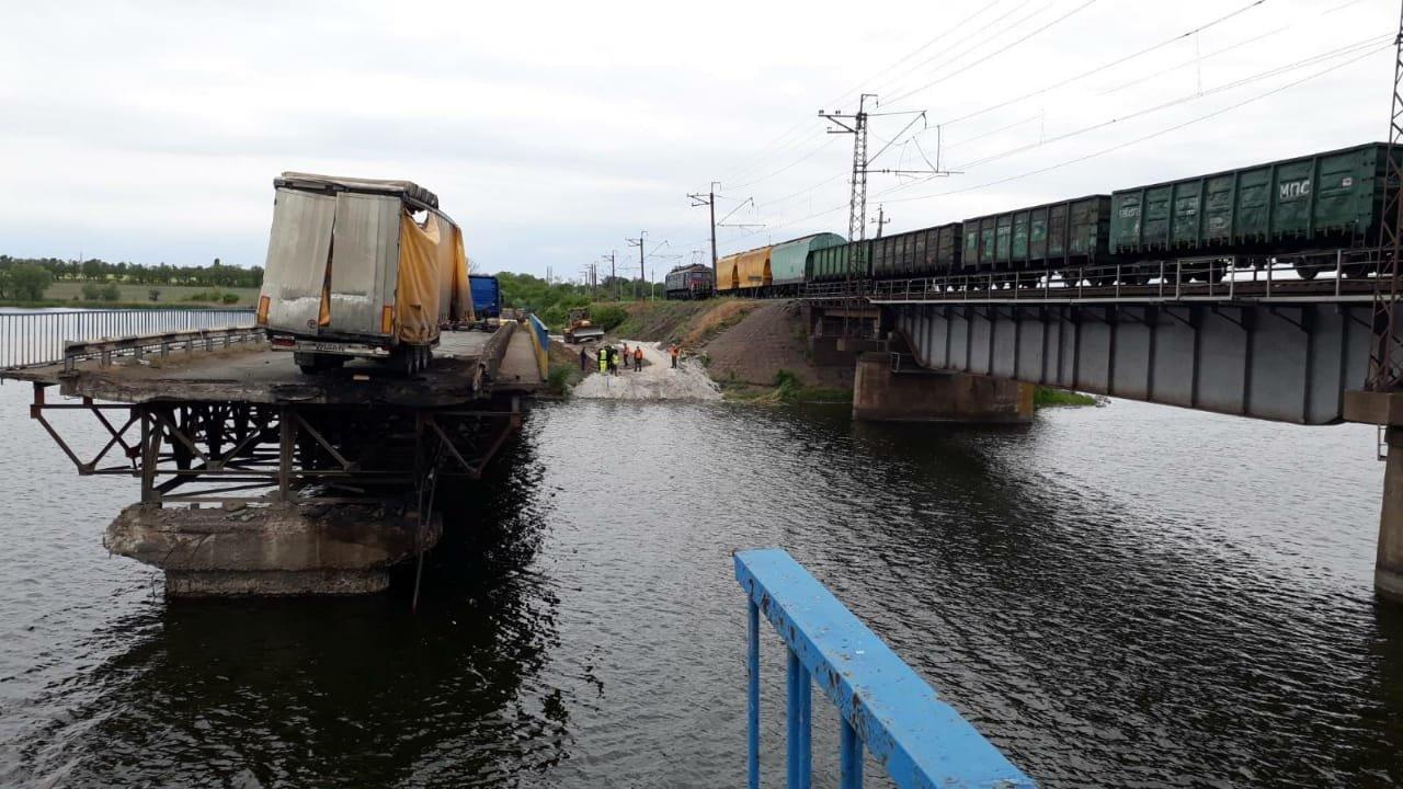 На месте рухнувшего моста в Днепропетровской области построят понтонный мост для объезда, - ФОТО, фото-3