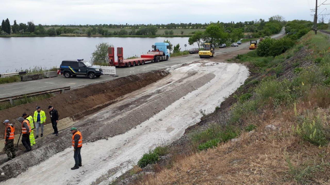 На месте рухнувшего моста в Днепропетровской области построят понтонный мост для объезда, - ФОТО, фото-4