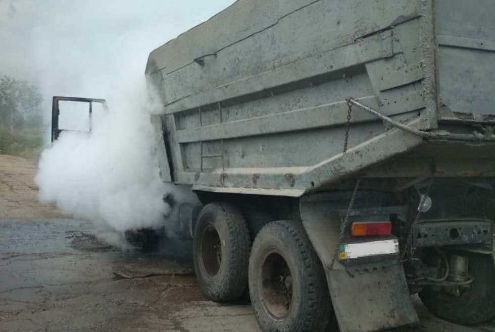 В Днепропетровской области на трассе во время движения загорелся грузовик, - ФОТО, фото-1