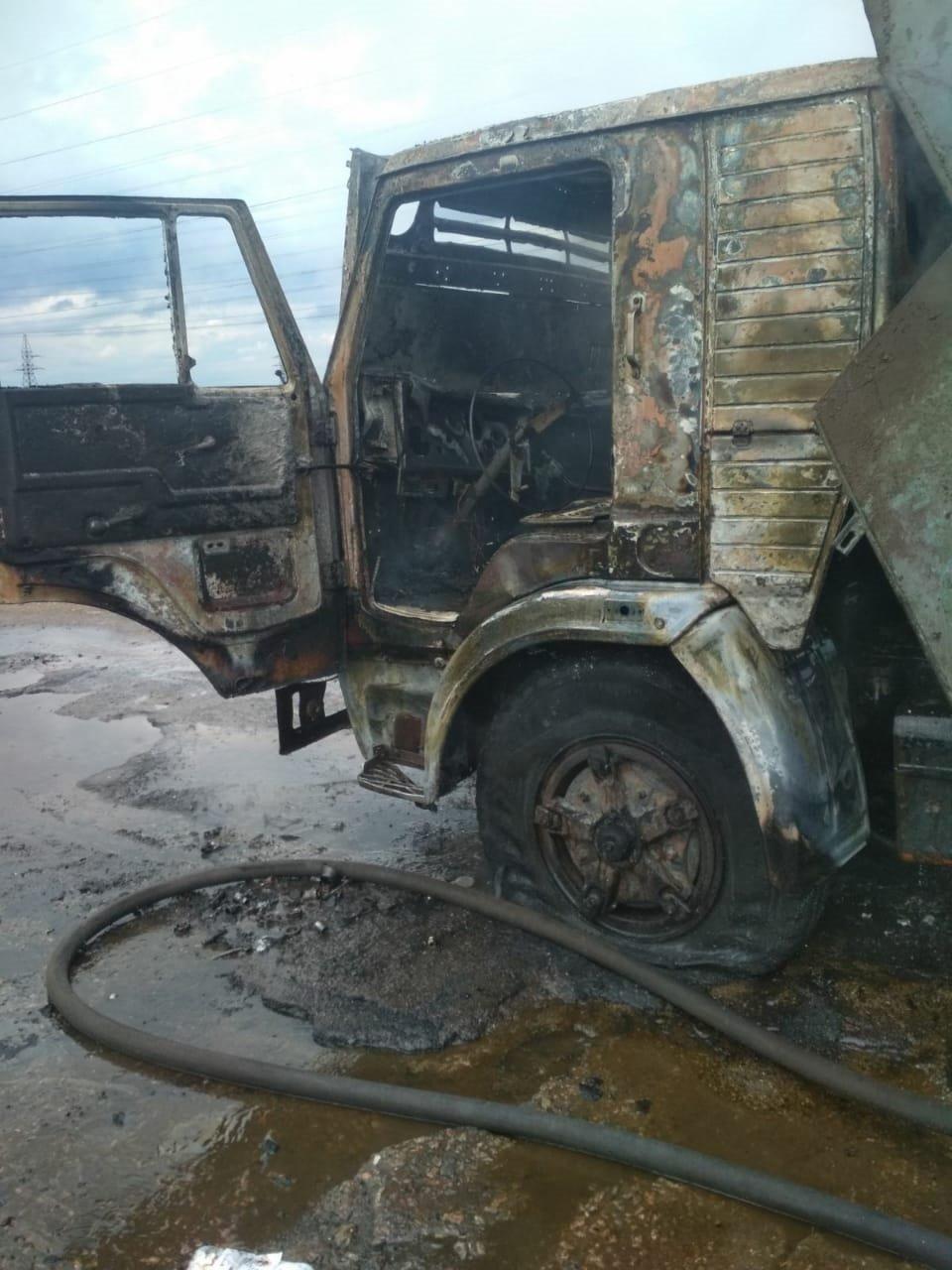 В Днепропетровской области на трассе во время движения загорелся грузовик, - ФОТО, фото-3