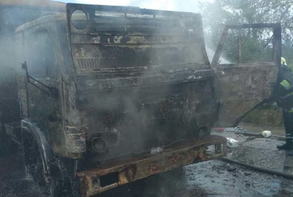 В Днепропетровской области на трассе во время движения загорелся грузовик, - ФОТО, фото-4