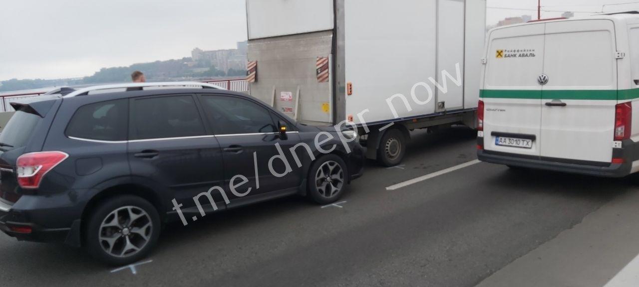 На Новом мосту в Днепре ДТП с четыремя авто, ожидаются пробки, - ФОТО, фото-1