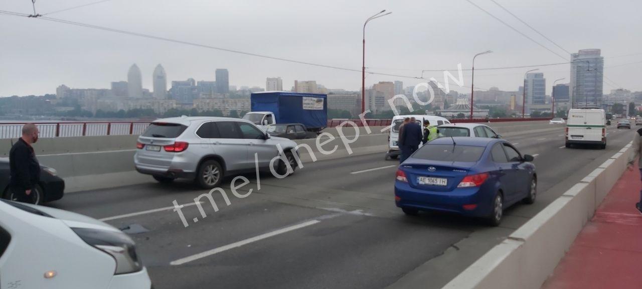 На Новом мосту в Днепре ДТП с четыремя авто, ожидаются пробки, - ФОТО, фото-2