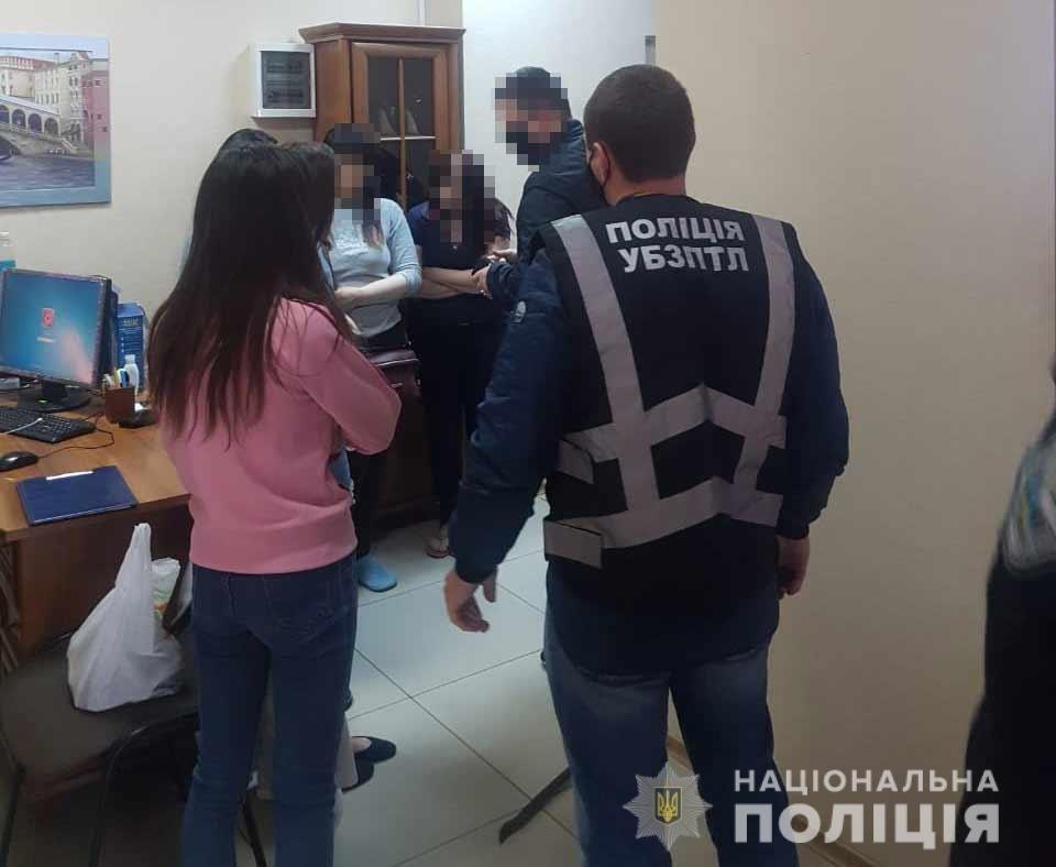 В центре Днепра на арендованных квартирах организовали три порностудии, - ФОТО, фото-2