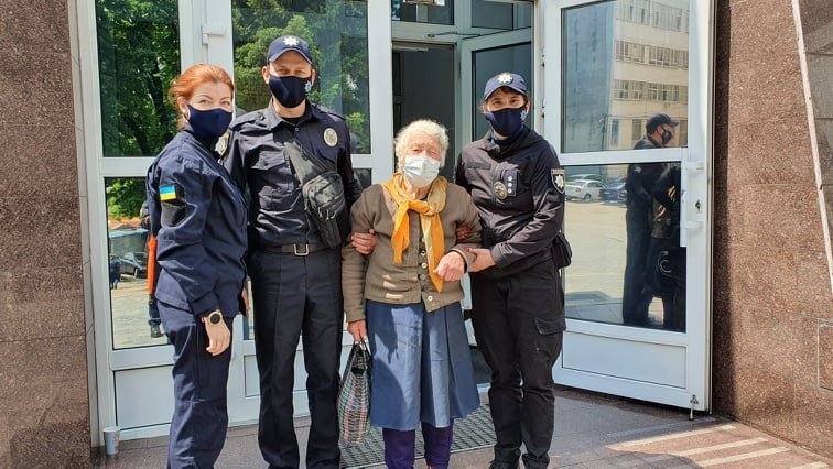 Приехала в Днепр за помощью: 83-летняя жительница области бежала от сына, который ее избивал, фото-2
