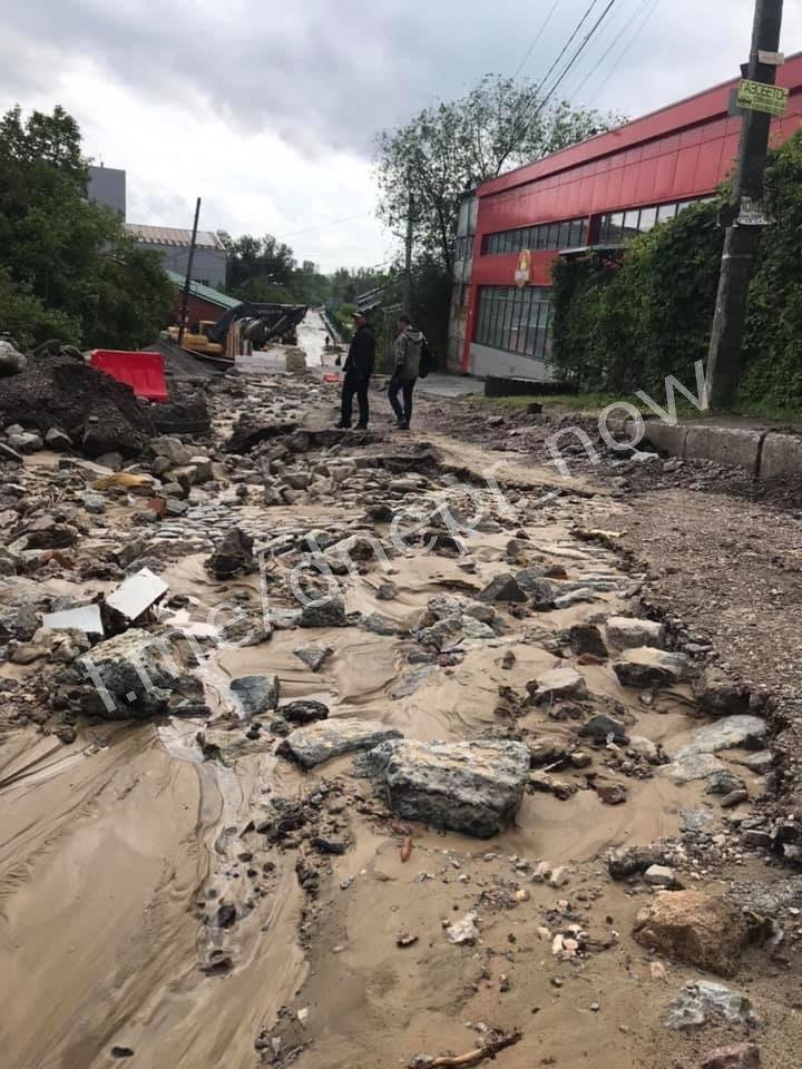 Дождь размыл Крестьянский спуск в Днепре: на дорогах появились огромные дыры, - ФОТО, фото-4