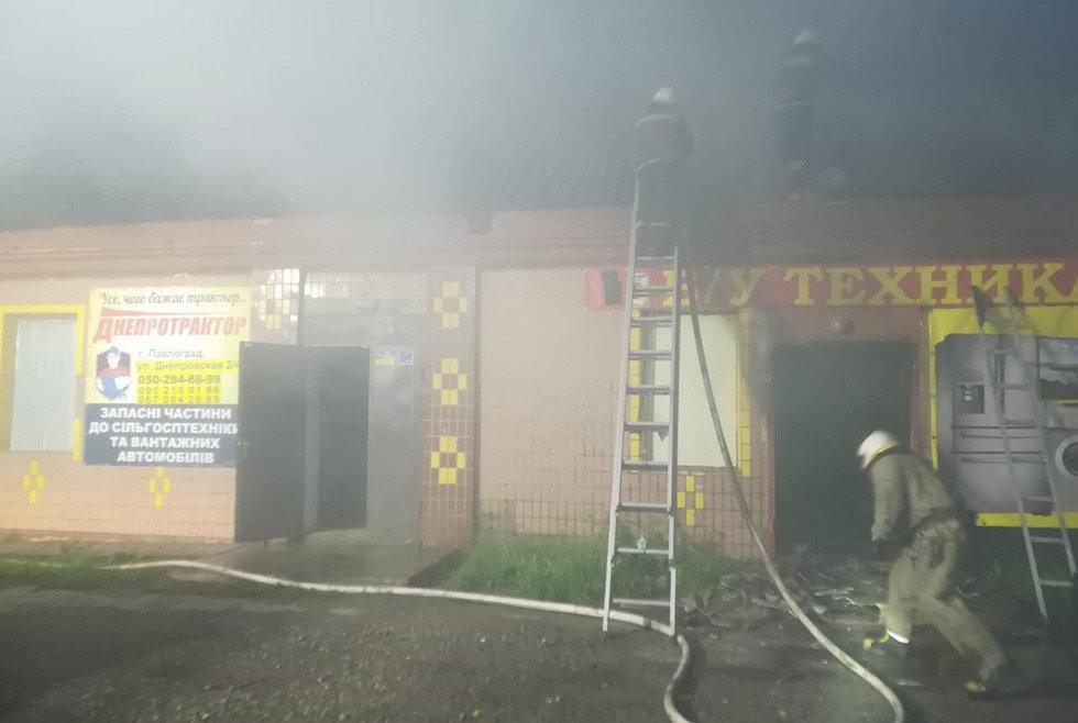 В Днепропетровской области сгорел магазин с использованной бытовой техникой, - ФОТО, фото-1