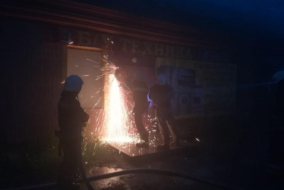 В Днепропетровской области сгорел магазин с использованной бытовой техникой, - ФОТО, фото-2