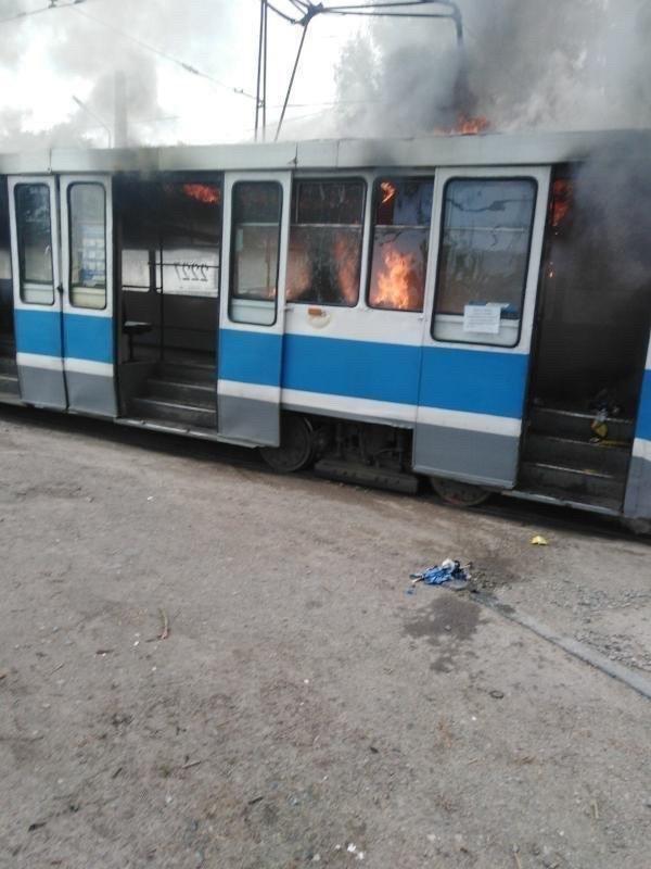 В Днепре загорелся трамвай во время движения, - ФОТО, фото-2