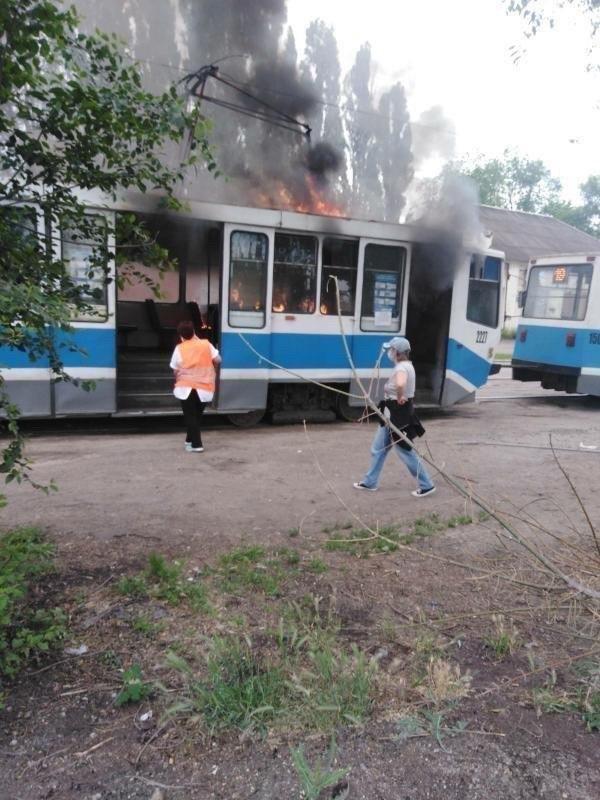 В Днепре загорелся трамвай во время движения, - ФОТО, фото-3