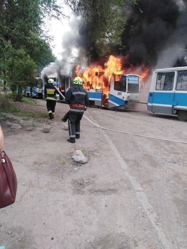 В Днепре загорелся трамвай во время движения, - ФОТО, фото-1