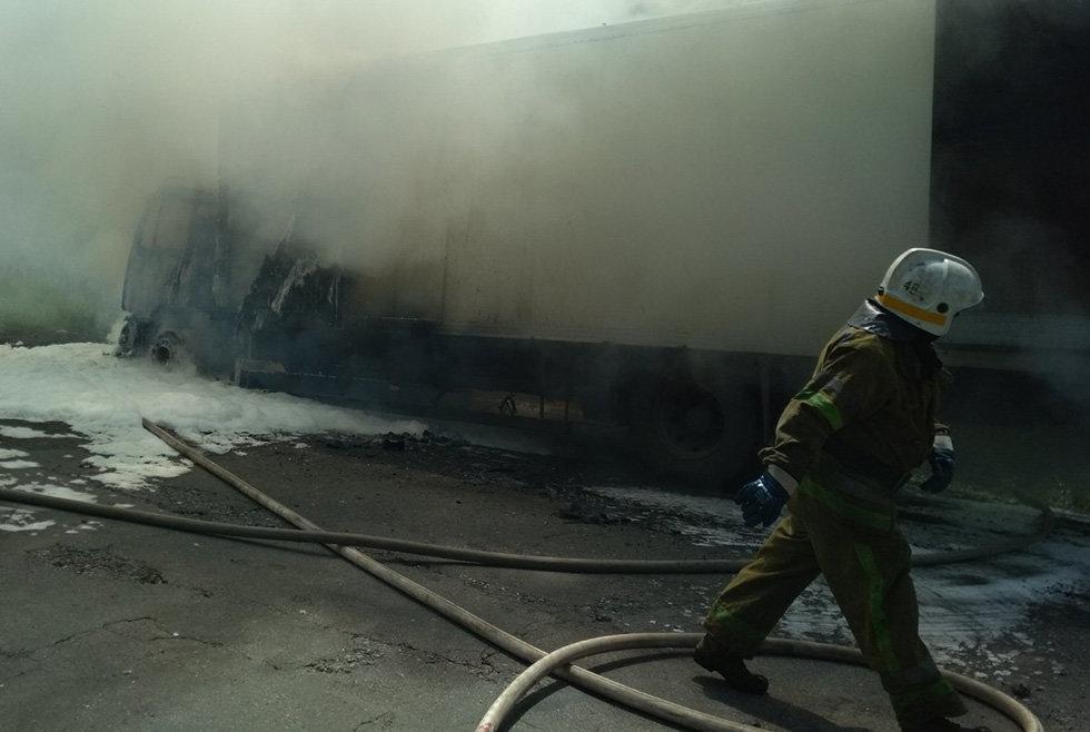 Под Днепром сгорел грузовик, который перевозил молочную продукцию, - ФОТО, фото-4