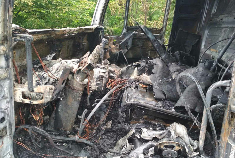 Под Днепром сгорел грузовик, который перевозил молочную продукцию, - ФОТО, фото-1