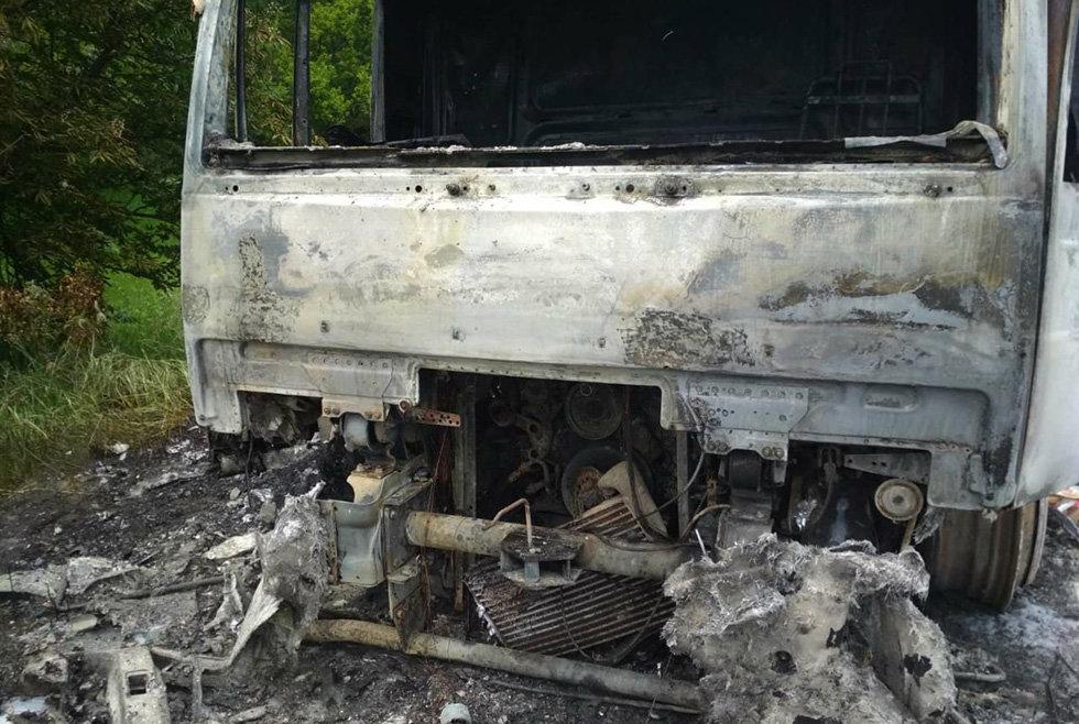 Под Днепром сгорел грузовик, который перевозил молочную продукцию, - ФОТО, фото-2
