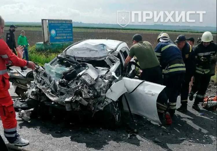 На Днепропетровщине молоковоз столкнулся с легковушкой, есть пострадавшие, - ВИДЕО, ФОТО, фото-1