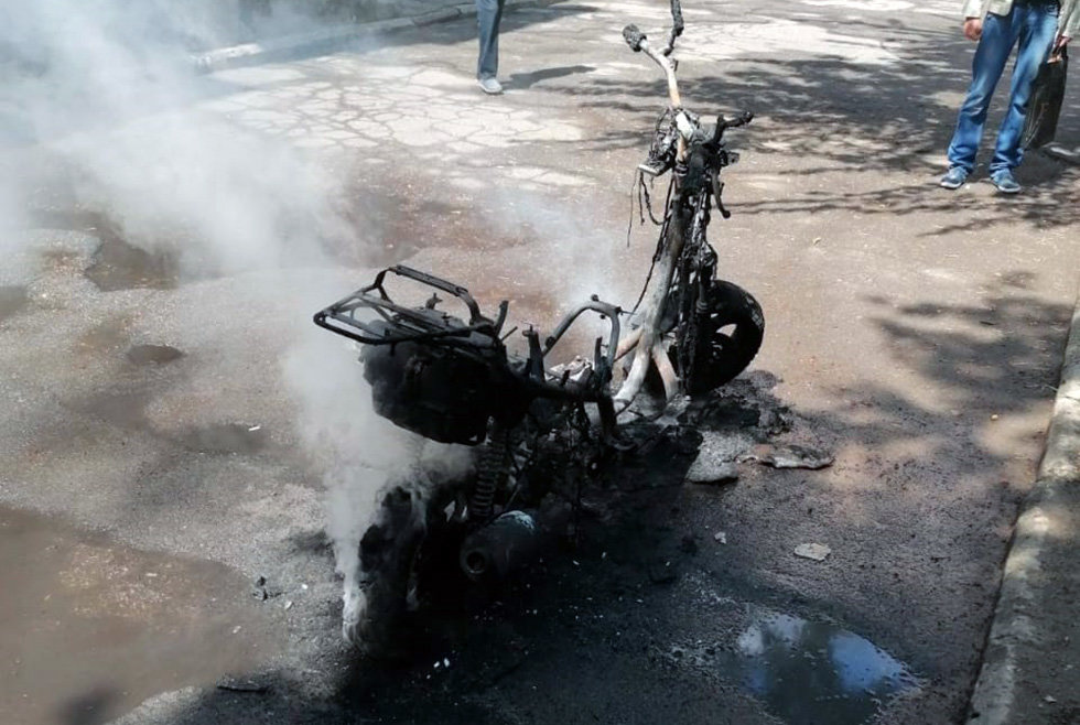 Под Днепром на стоянке загорелся мотороллер, - ФОТО, фото-1