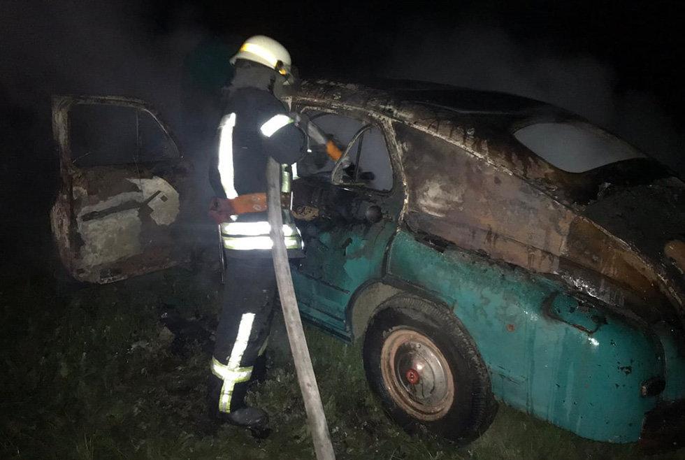 В Днепропетровской области загорелся автомобиль на стоянке, - ФОТО, фото-1