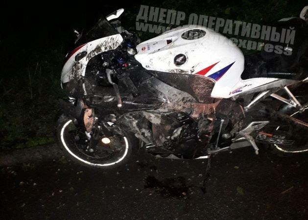 В Днепре мотоцикл врезался в бордюр на высокой скорости, - ФОТО, ВИДЕО ПРОИСШЕСТВИЯ, фото-1