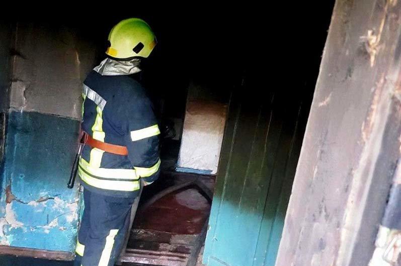 В Днепропетровской области спасатели тушили пожар внутри одноэтажного здания, - ФОТО, фото-1