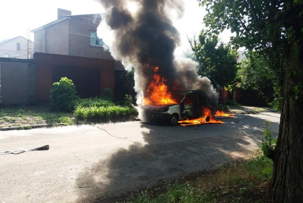 Под Днепром мужчина сгорел в легковом автомобиле, - ФОТО, фото-1