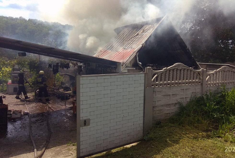 В Днепре горел дом в частном секторе, - ФОТО, фото-1
