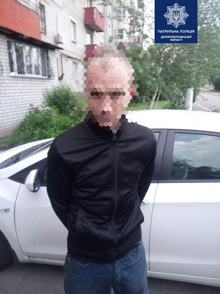 В Днепре трое мужчин ограбили прохожего, - ФОТО, фото-2