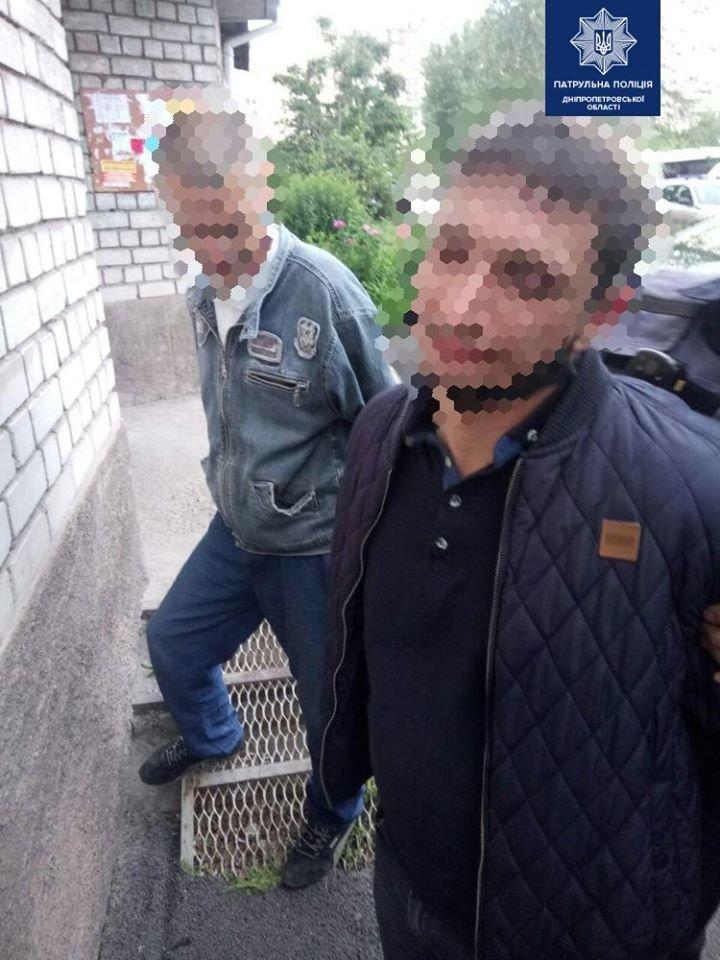В Днепре трое мужчин ограбили прохожего, - ФОТО, фото-1