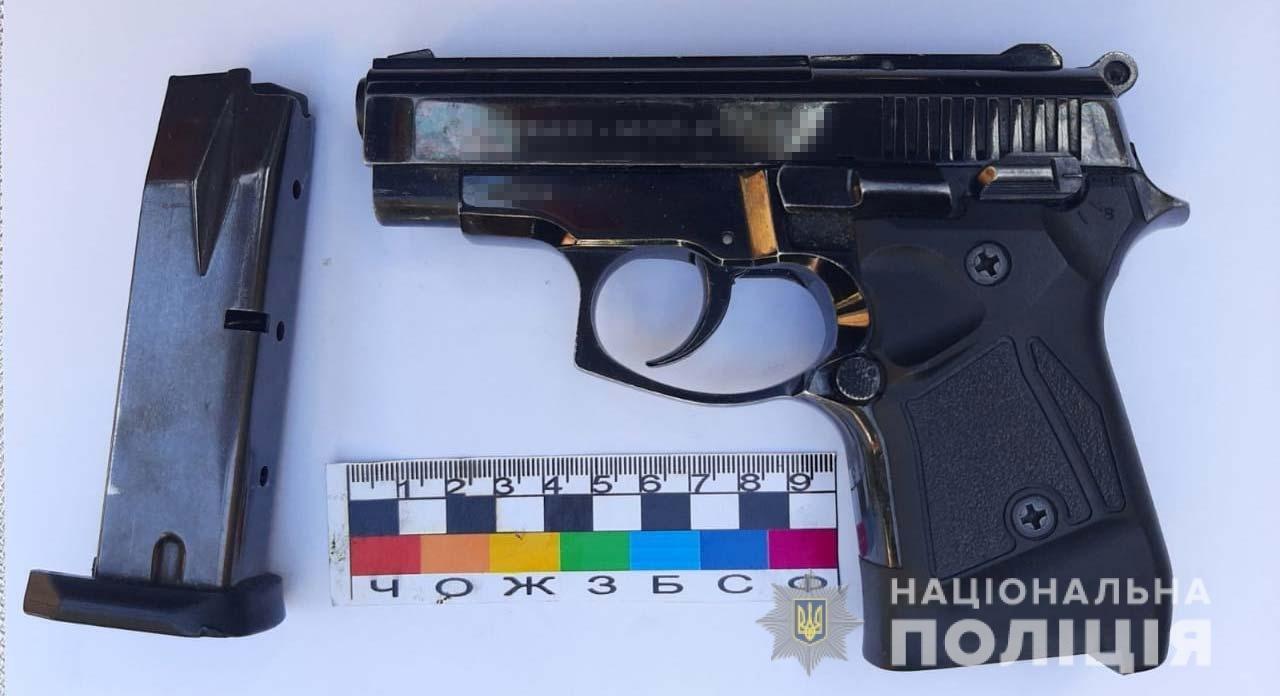 На Днепропетровщине у мужчины дома нашли пистолет и наркотики, - ФОТО, фото-1