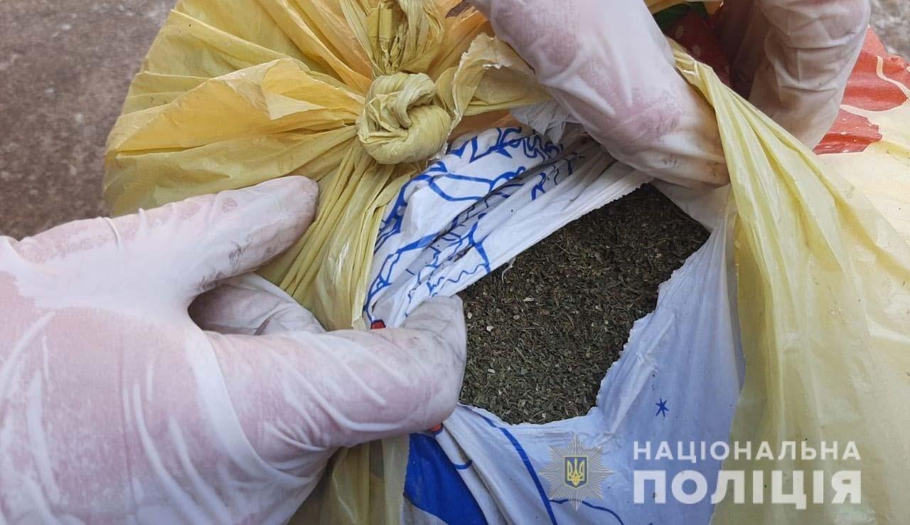 На Днепропетровщине у мужчины дома нашли пистолет и наркотики, - ФОТО, фото-2