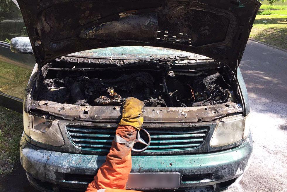 В Днепре на стоянке загорелся фургон, - ФОТО, фото-1