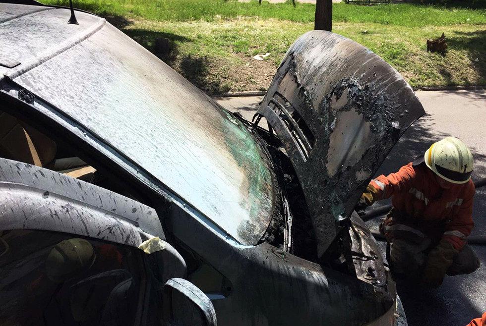 В Днепре на стоянке загорелся фургон, - ФОТО, фото-2