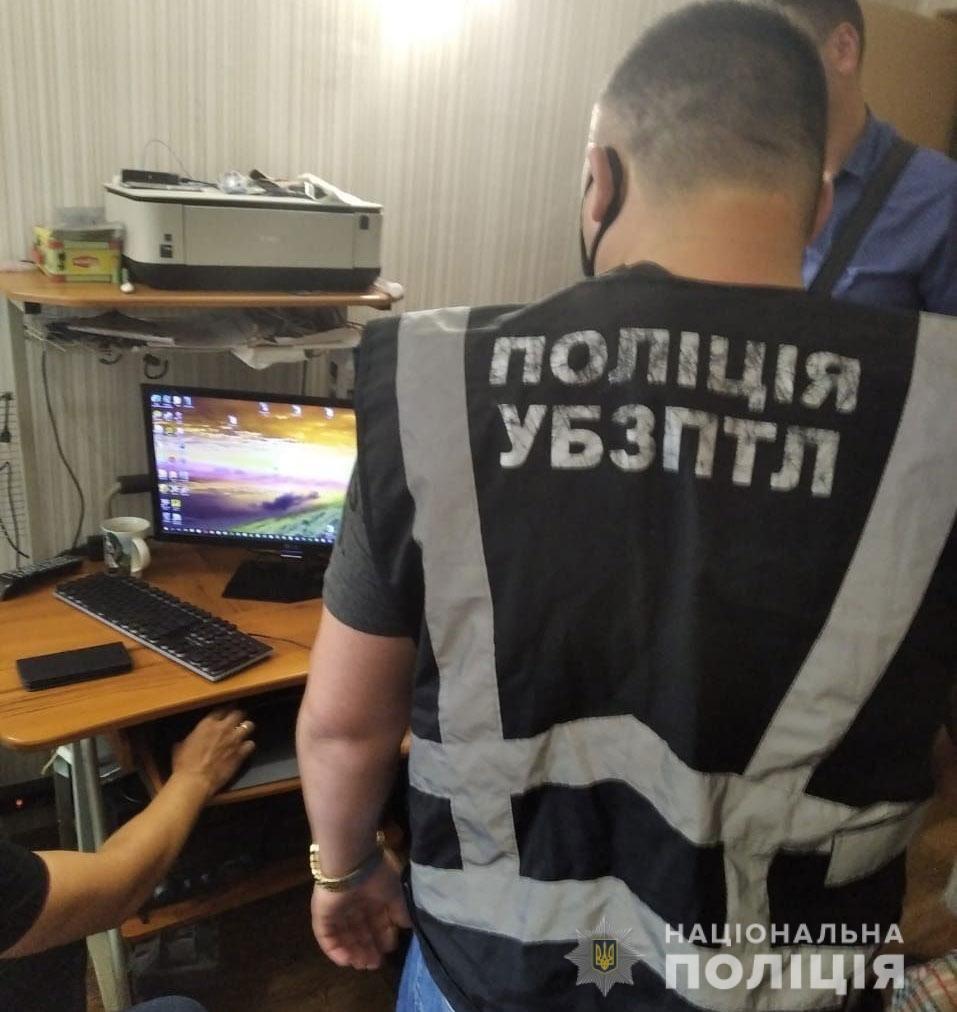 На Днепропетровщине двое мужчин снимали порно с собственным участием и выкладывали его в интернет, - ФОТО, фото-2