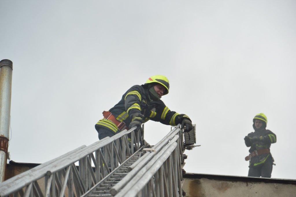 В Днепре пожарные тушили склад, - ФОТО, фото-2