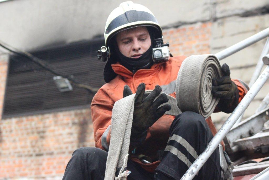 В Днепре пожарные тушили склад, - ФОТО, фото-6