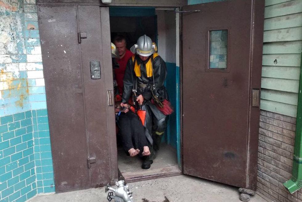 Под Днепром пожарные спасли мужчину из горящей квартиры, - ФОТО, фото-2