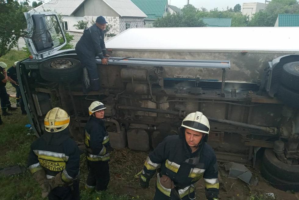 В Днепре перевернулся грузовик: водитель погиб на месте аварии, - ФОТО, фото-2