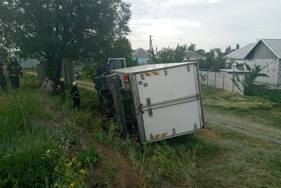 В Днепре перевернулся грузовик: водитель погиб на месте аварии, - ФОТО, фото-3