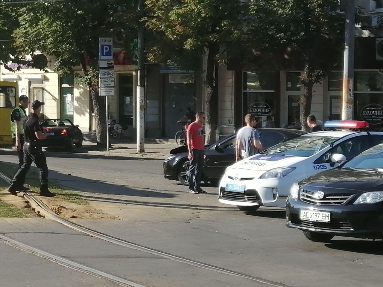 В Днепре авария: 1-й трамвай временно не едет в сторону центра, фото-4