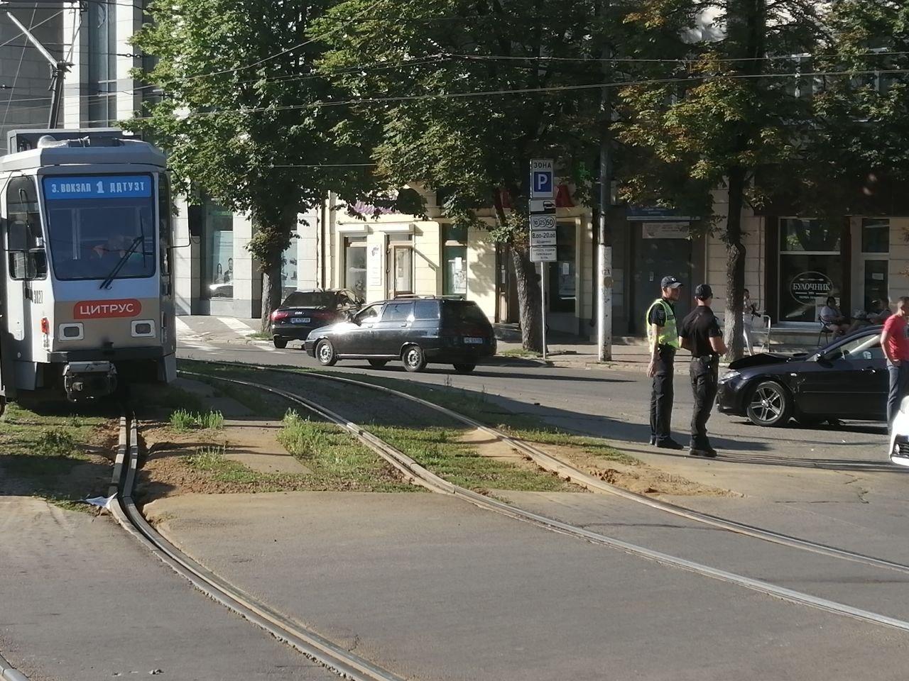В Днепре авария: 1-й трамвай временно не едет в сторону центра, фото-1