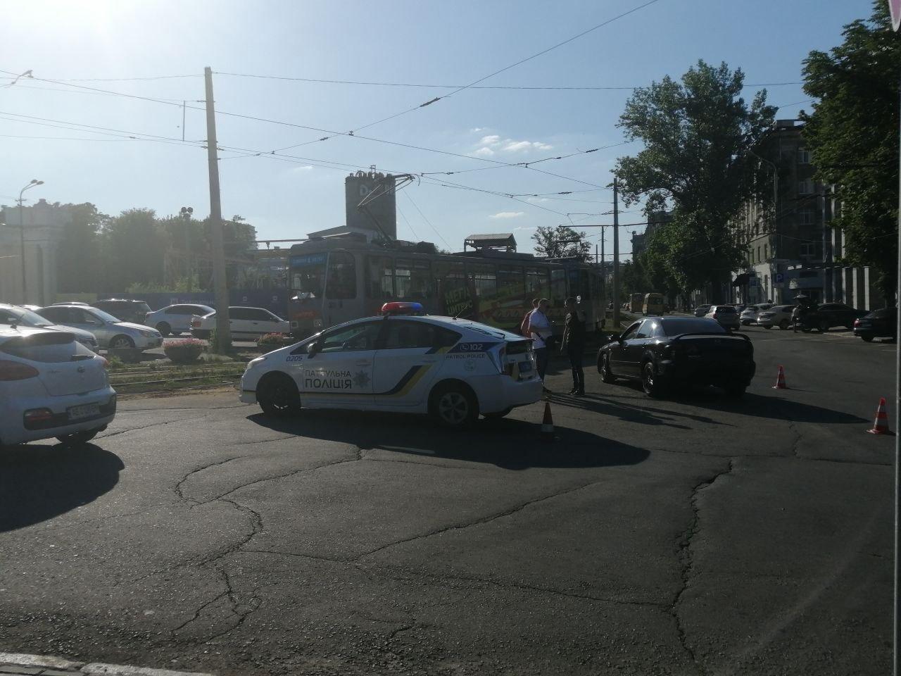 В Днепре авария: 1-й трамвай временно не едет в сторону центра, фото-3